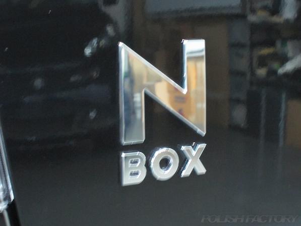 ホンダ N BOXカスタムガラスコーティング施工エンブレム画像