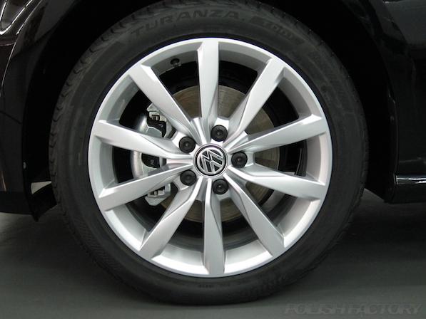 VW フォルクスワーゲン ゴルフヴァリアントにガラスコーティング施工アルミホィール画像