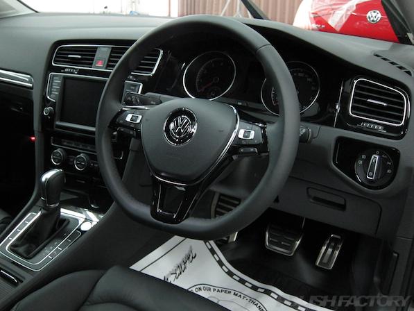 VW フォルクスワーゲン ゴルフヴァリアントにガラスコーティング施工ハンドル画像