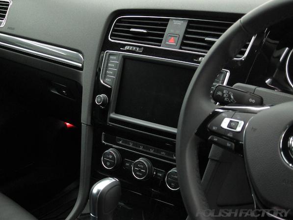VW フォルクスワーゲン ゴルフヴァリアントにガラスコーティング施工インダッシュナビ画像