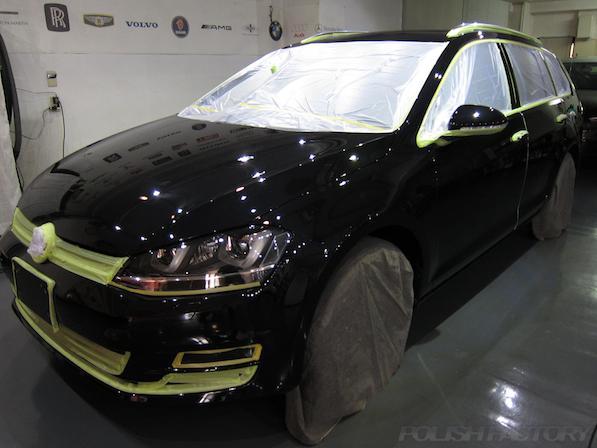 VW フォルクスワーゲン ゴルフヴァリアントにガラスコーティング施工マスキング画像