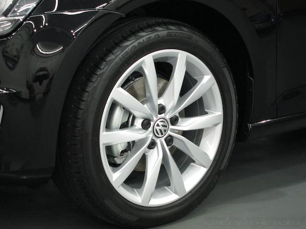 VW フォルクスワーゲン ゴルフヴァリアントにガラスコーティング施工アルミホィールコーティング画像