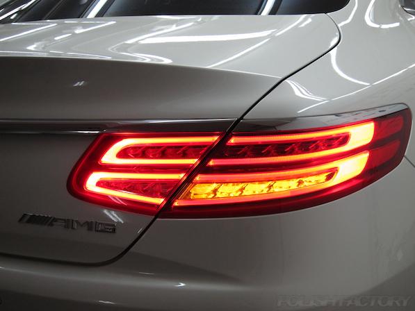 メルセデス・ベンツ S63 AMG 4マチッククーペにガラスコーティング施工、テールレンズ画像