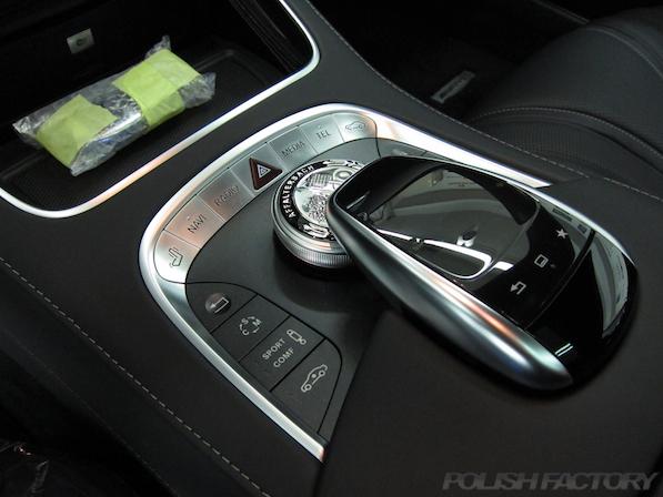 メルセデス・ベンツ S63 AMG 4マチッククーペにガラスコーティング施工、センターコンソール画像
