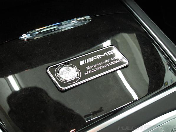 メルセデス・ベンツ S63 AMG 4マチッククーペにガラスコーティング施工、AMGエンブレム画像