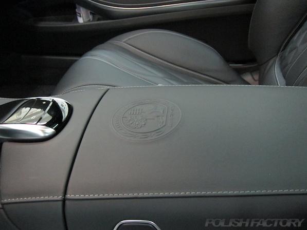 メルセデス・ベンツ S63 AMG 4マチッククーペにガラスコーティング施工、AMGエンボス画像