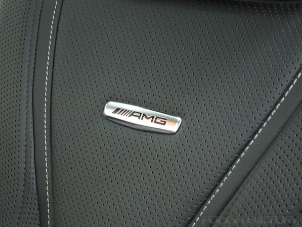 メルセデス・ベンツ S63 AMG 4マチッククーペにガラスコーティング施工、AMGロゴ画像