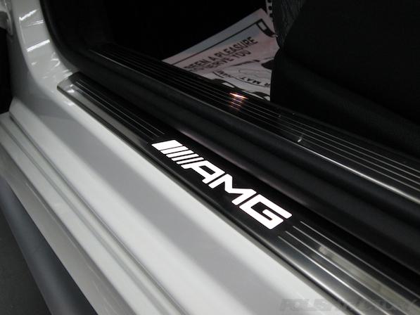 メルセデス・ベンツ S63 AMG 4マチッククーペにガラスコーティング施工、スカッフプレート画像