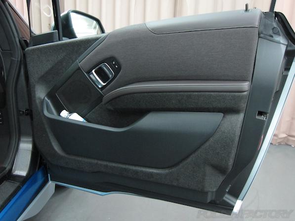 BMW i3 レンジエクステンダー装着車ガラスコーティング施工内装内張画像