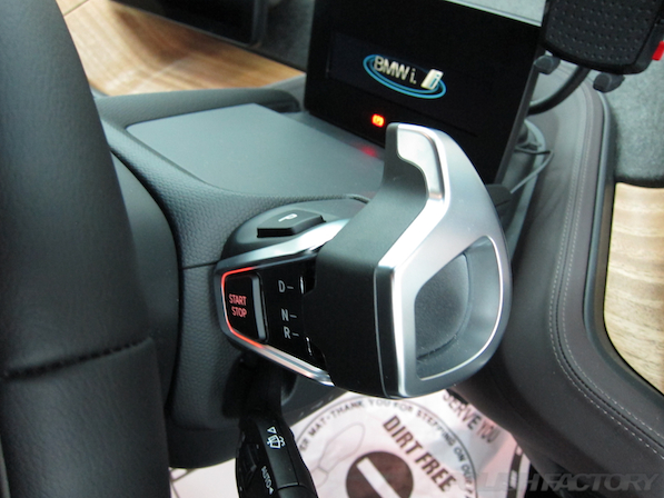 BMW i3 レンジエクステンダー装着車ガラスコーティング施工シフトレバー画像