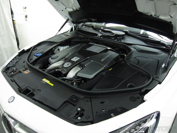 メルセデス・ベンツ S63 AMG 4マチッククーペにガラスコーティング施工エンジンルームコーティング画像