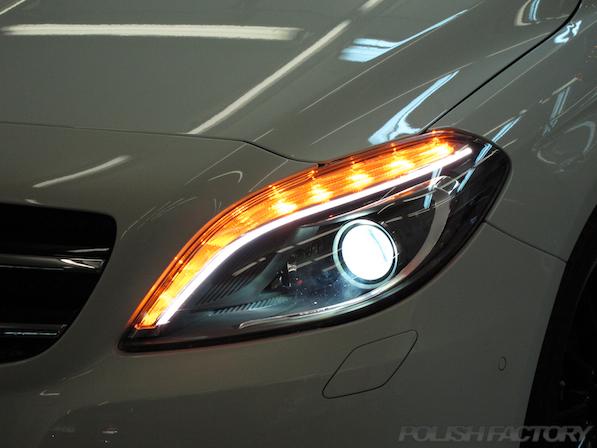 メルセデス・ベンツ B250のガラスコーティング施工時のヘッドライト画像