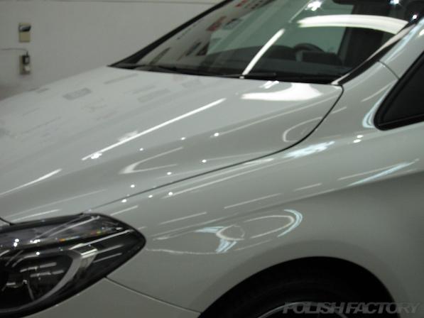 メルセデス・ベンツ B250のガラスコーティング施工時の綺麗な塗装面画像