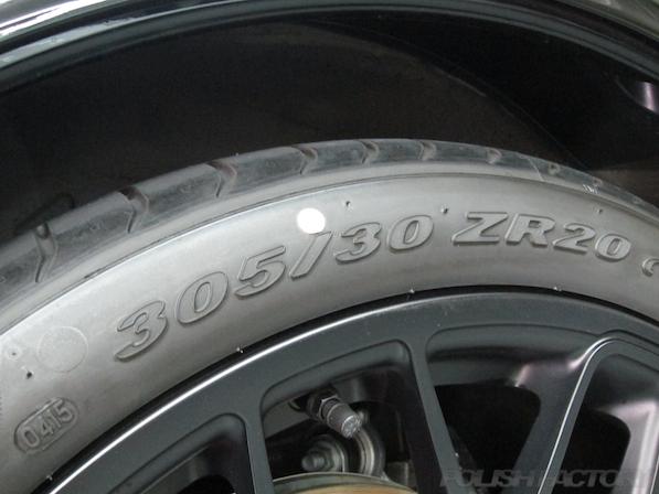 ポルシェ911(991)カレラGTSガラスコーティング施工画像タイヤサイズ