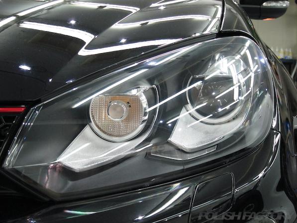 VW ゴルフ GTIにガラスコーティング施工、ヘッドライト画像