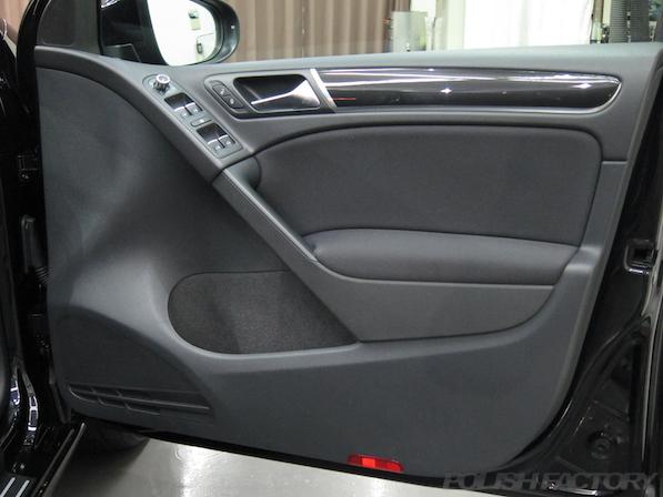 VW ゴルフ GTIにガラスコーティング施工、ドア内張画像