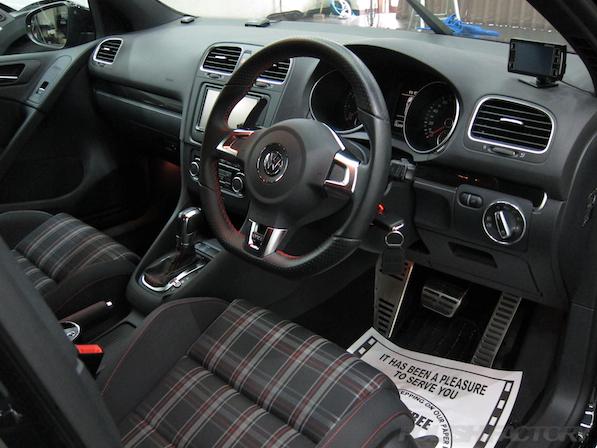 VW ゴルフ GTIにガラスコーティング施工、室内画像