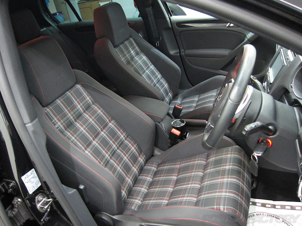 VW ゴルフ GTIにガラスコーティング施工、シート画像