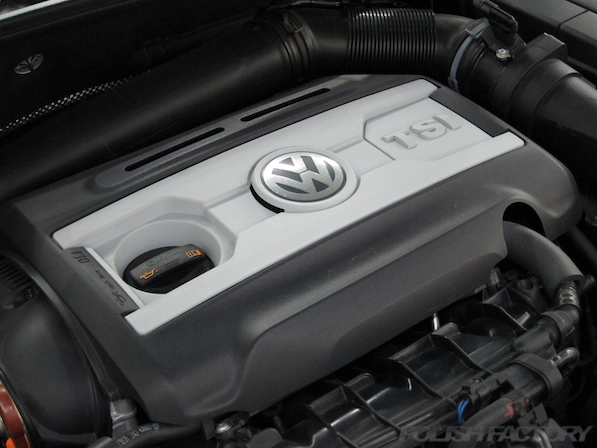 VW ゴルフ GTIにガラスコーティング施工、エンジン画像