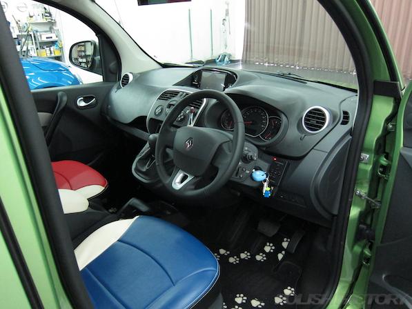 ルノー カングー ペイザージュの新車のガラスコーティング施工内装画像