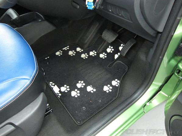 ルノー カングー ペイザージュの新車のガラスコーティング施工純正フロアマット画像
