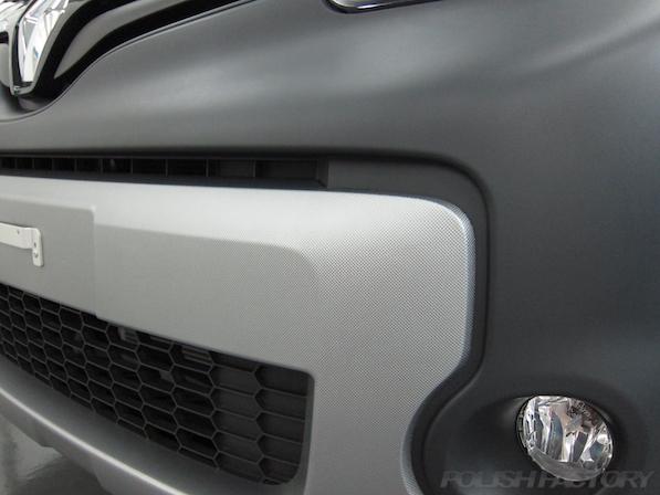 ルノー カングー ペイザージュの新車のガラスコーティング施工樹脂モノのコンビ画像