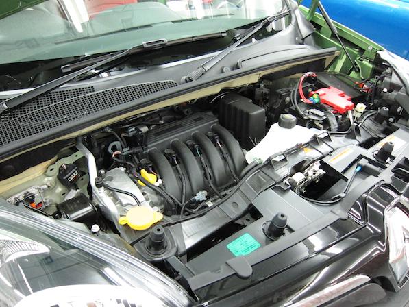 ルノー カングー ペイザージュの新車のガラスコーティング施工エンジン画像