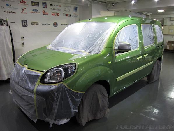 ルノー カングー ペイザージュの新車のガラスコーティング施工マスキング画像