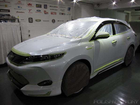 トヨタ ハリアー新車にガラスコーティング施工時のマスキング後の画像