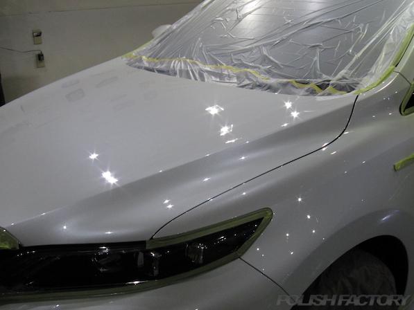 トヨタ ハリアー新車にガラスコーティング施工時の下地処理の画像