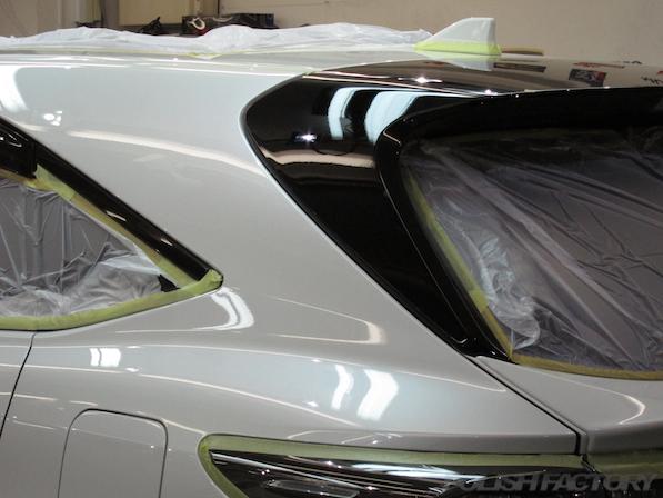 トヨタ ハリアー新車にガラスコーティング施工時の下地処理中の画像