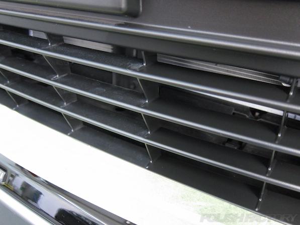 トヨタ ハリアー新車にガラスコーティング施工時の黒樹脂部コーティング施工