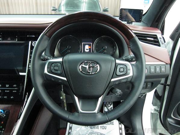トヨタ ハリアー新車にガラスコーティング施工時のハンドル画像