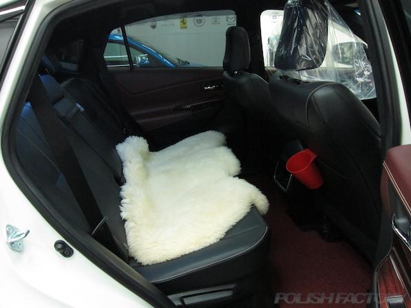トヨタ ハリアー新車にガラスコーティング施工時のリアシート画像