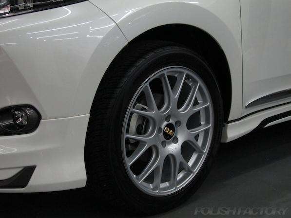 トヨタ ハリアー新車にガラスコーティング施工時のアルミホィールコーティング画像