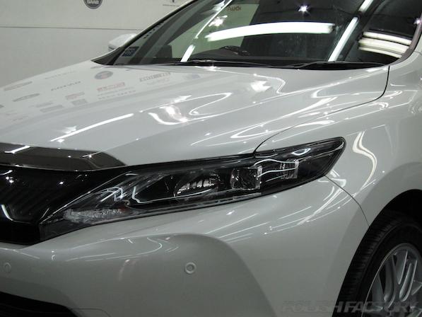 トヨタ ハリアー新車にガラスコーティング施工時のヘッドライト画像