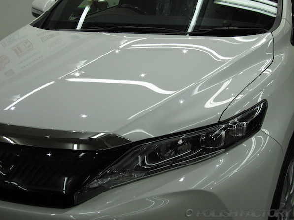 トヨタ ハリアー新車にガラスコーティング施工時の仕上がり画像