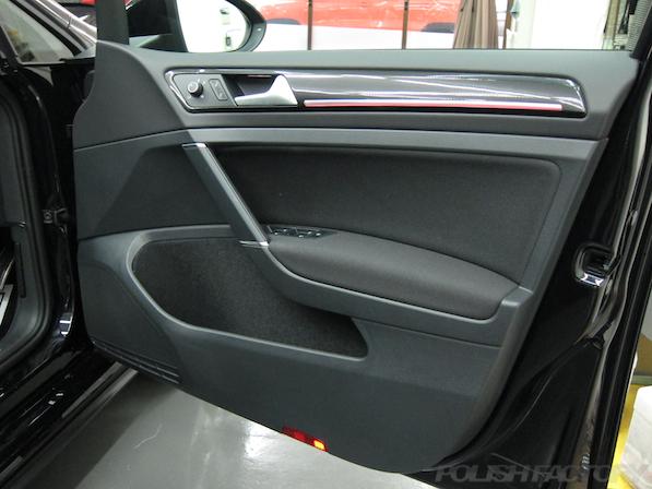 VW ゴルフ 7 GTIにガラスコーティング施工、ドア内張画像