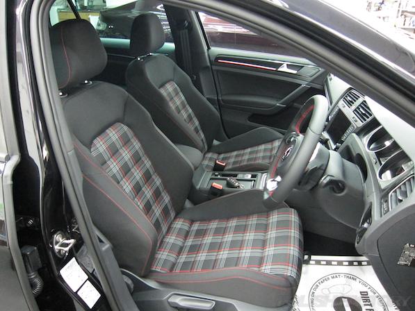 VW ゴルフ 7 GTIにガラスコーティング施工、シート画像