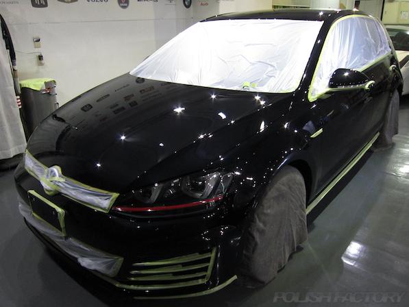 VW ゴルフ 7 GTIにガラスコーティング施工、マスキング画像
