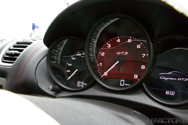 _MG_0872ポルシェケイマンGTSの新車にコーティング施工時のメーター画像