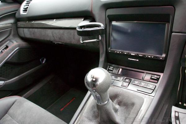 ポルシェケイマンGTSの新車にコーティング施工時の内装画像