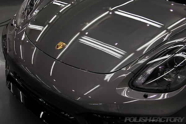 ポルシェケイマンGTSの新車にコーティング施工時の塗装面画像