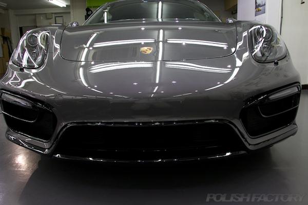ポルシェケイマンGTSの新車にコーティング施工時の正面画像