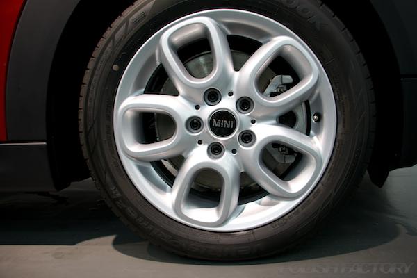 ミニ クーパーSの新車にガラスコーティング施工時のアルミホィール画像