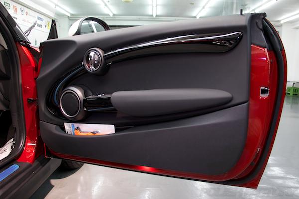 ミニ クーパーSの新車にガラスコーティング施工時の内張画像