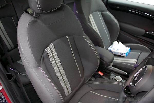 ミニ クーパーSの新車にガラスコーティング施工時のシート画像