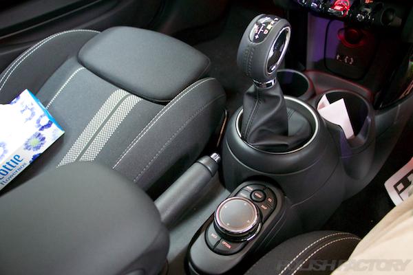ミニ クーパーSの新車にガラスコーティング施工時のアイドライブのような画像