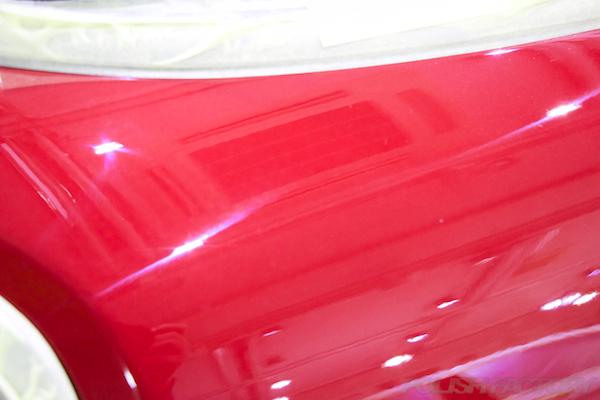 ミニ クーパーSの新車にガラスコーティング施工時の塗装面のオーロラ画像