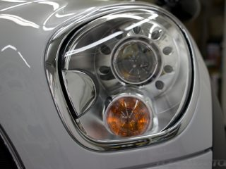 MINIクーパーSD クロスオーバーにガラスコーティング施工、ヘッドライト画像